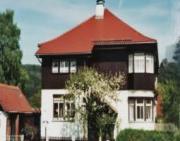 Einfamilienhaus mit verglasten Balkonen