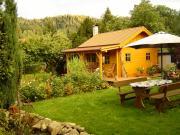Garten mit Sitzecke & Blockhütte