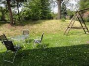 Teilansicht vom Garten und vom Spielplatz