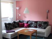 Gemütlicher Wohnraum<br>mit TV und Telefon
