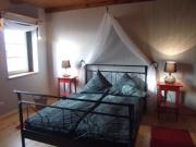 Schlafzimmer(Schrank,Truhe,2Korbsessel)