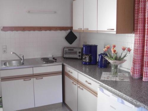 Küchenzeile mit gemütlicher Sitzecke