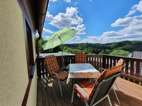 Balkon mit Blick zum Hockstein und über das Polenztal