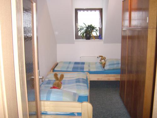 2. Schlafzimmer (Durchgangszimmer) in großer Ferienwohnung (I.OG)