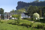 Hotel mit Lilienstein im Hintergrund