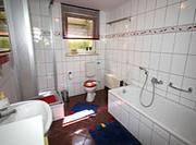 Ihr Badezimmer mit Dusche und Wanne